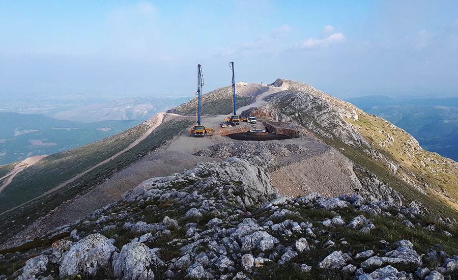 Παρέχουμε υπηρεσίες κατασκευών σε ενεργειακά έργα (αιολικά πάρκα, φωτοβολταϊκές εγκαταστάσεις κ.α.)...